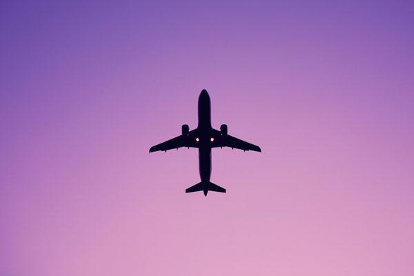 Comprar passagens aéreas de ida e volta é mais barato?